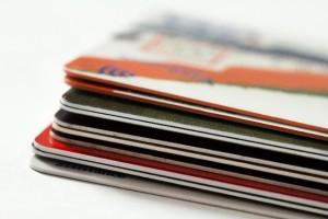 クレジットカードとリボ払いで借金地獄のイメージ